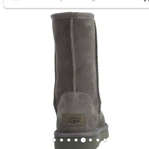 ALMOST NEW UGG Women's Classic Short Boots, Gray